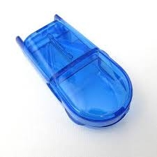 Pillensnijder en opbergdoosje ; blauw